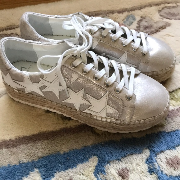 47d1e124d53 Marc fisher STAR sneakers. M 5b6af4f05bbb80ac99294b38